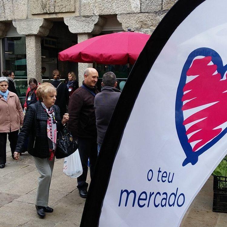 Hoxe na praza de Santiago de Compostela quereoteumercado jaimemonmarche prazadeabastosourensehellip